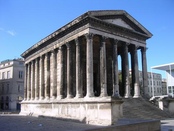 photo maison carrée