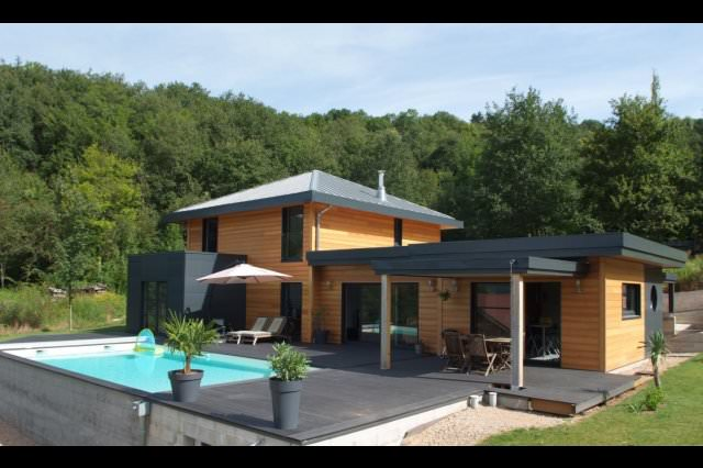 amb maison bois exterieures d maison bois deux pans with. Black Bedroom Furniture Sets. Home Design Ideas