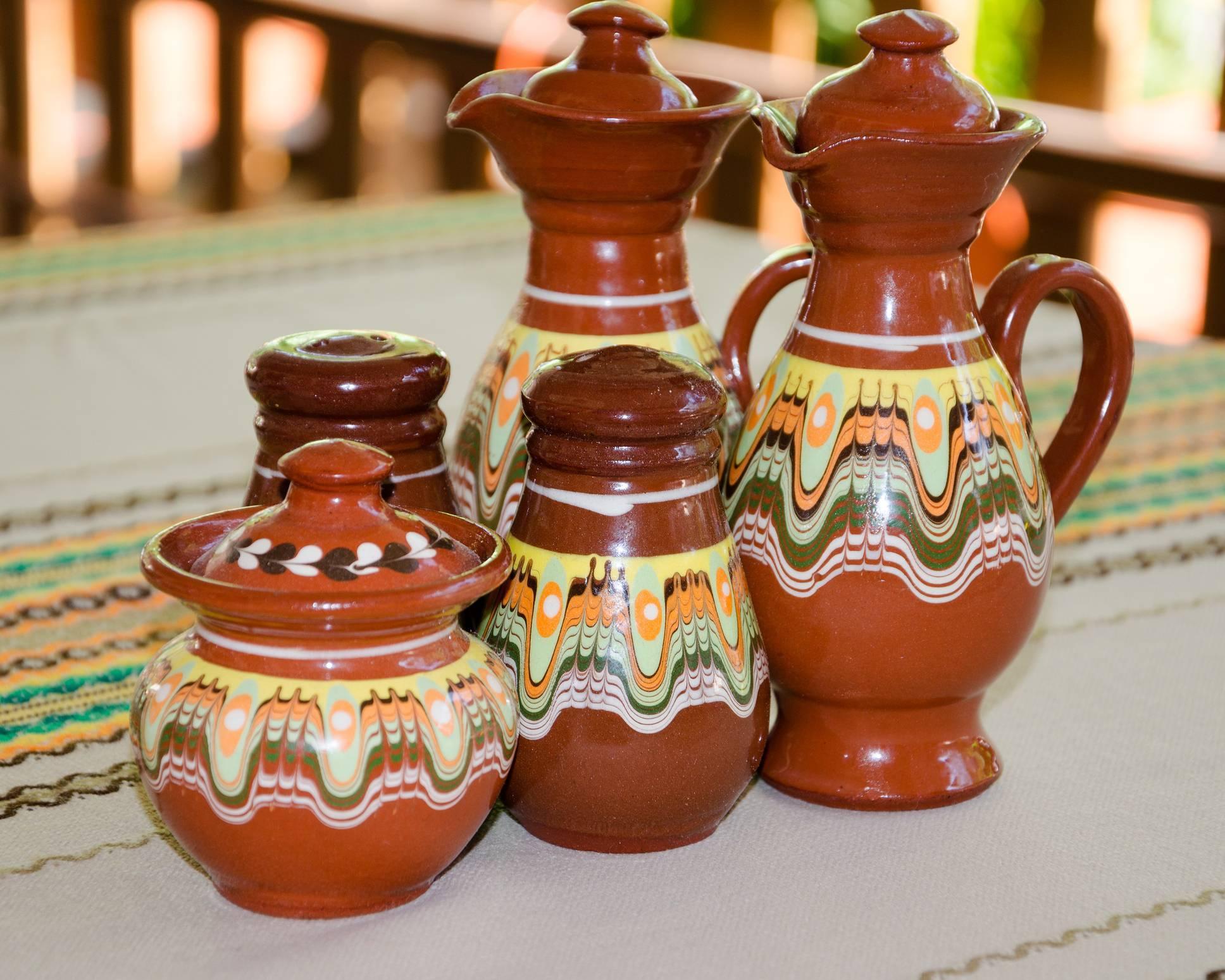 créer une déco nature avec des pots en terre cuite personnalisés